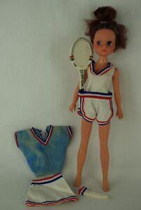 Otto-Simon-FLEUR-brunette-doll-in-TENNIS-outfit-1228-Dutch-Sindy-80-039-s