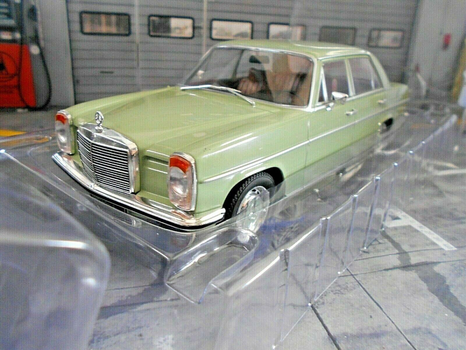 MERCEDES BENZ 220 D W115 220D Diesel Limousine grün Grün 1972 MCG NEU 1 18