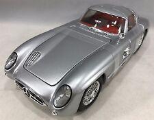 "Maisto - 36898 - Mercedes-Benz 300 SLR ""Uhlenhaut Coupe"" Scale 1:18 - Silver"