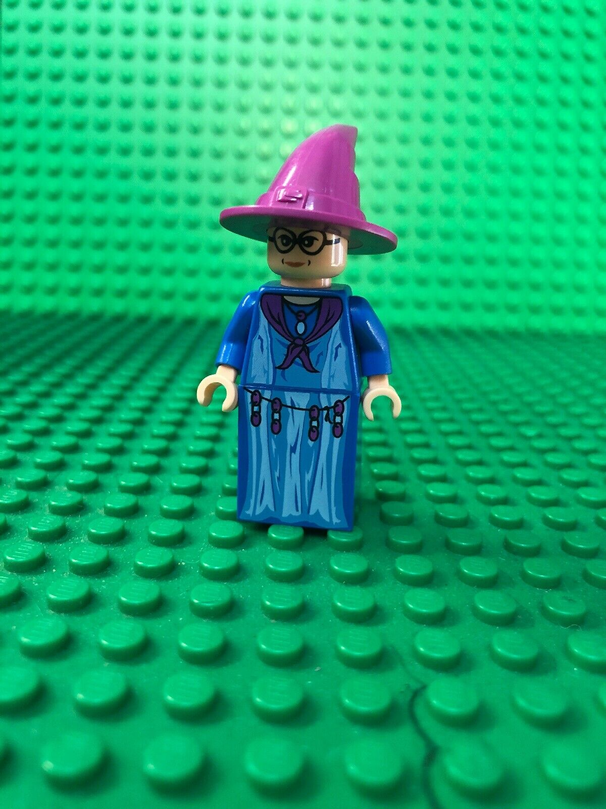 prezzi eccellenti LEGO HARRY POTTER POTTER POTTER PROFESSOR TRELAWNEY viola HAT blu ROBE MINIcifra 4757  qualità di prima classe