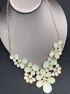 Vintage-Necklace-Gold-Bib-statement-Faceted-Lucite-Cabochons-milky-mint-green