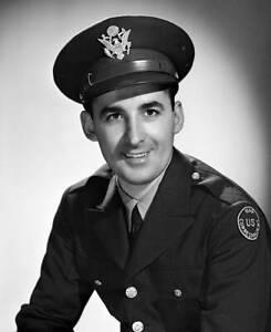 CBS-OLD-TV-RADIO-PHOTO-News-War-Correspondent-Ned-Calmer-In-Uniform-2