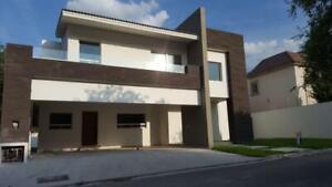 Residencia 4 Recámaras en Privada Valle Alto