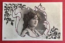 CPA. Liane DE VRIES. Artiste. Art Nouveau. Ajoutis Paillettes. Reutlinger. 1904.