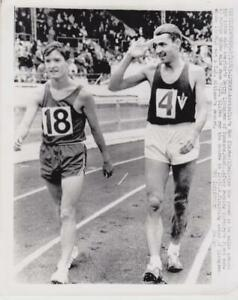 Australia-039-s-Ron-Clarke-salutes-the-crowd-as-he-walks-around-7-10-65-Press-Photo