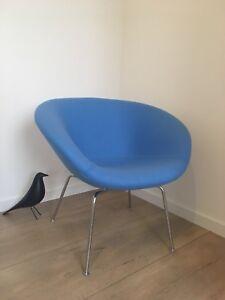 Pot-Chair-3318-designed-by-Arne-Jacobsen-for-Fritz-Hansen-design-Kvadrat