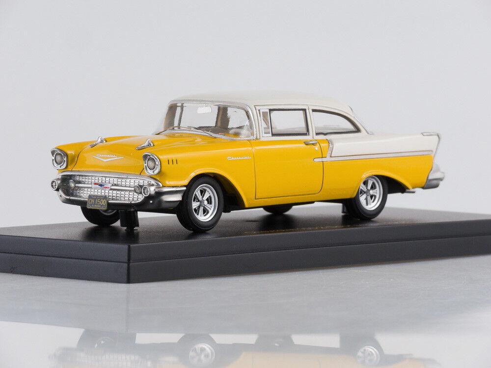 Modelo de escala 1 43 de Chevrolet 150 2 puertas sedán, oro biancao, 1957