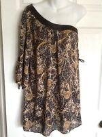 Famosa One Shoulder Open Sleeve Black, Gold & Gray Blouse - Size Medium