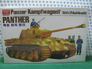 Vintage-Model-Kit-Panzer-Kampfwagen-sd-kfz-171-V-Motorized-Academy