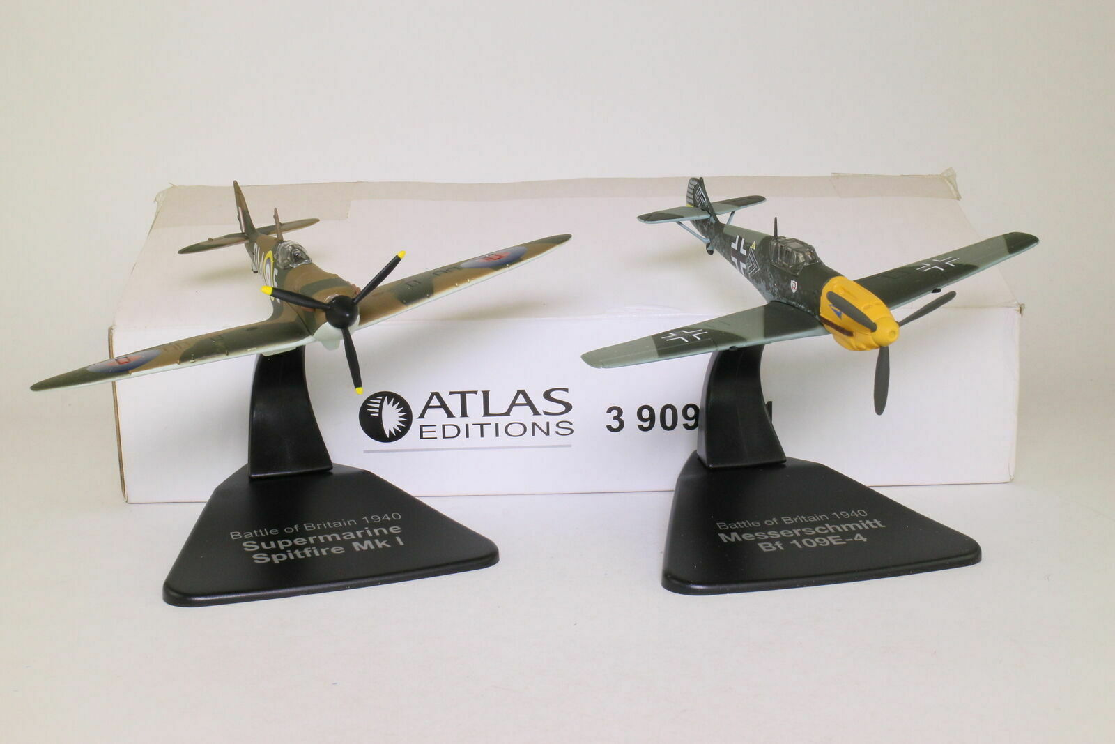 ATLAS EDITIONS BATTLE OF BRITAIN SET ( SPITFIRE Mk1 & MESSERSCHMITT Bf 109E-4 )