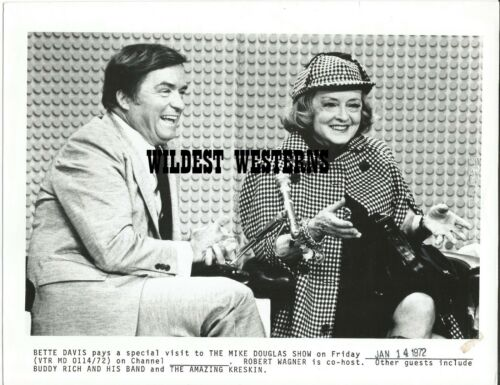 BETTE DAVIS rare candid VINTAGE ORIGINAL Mike Douglas Show photo