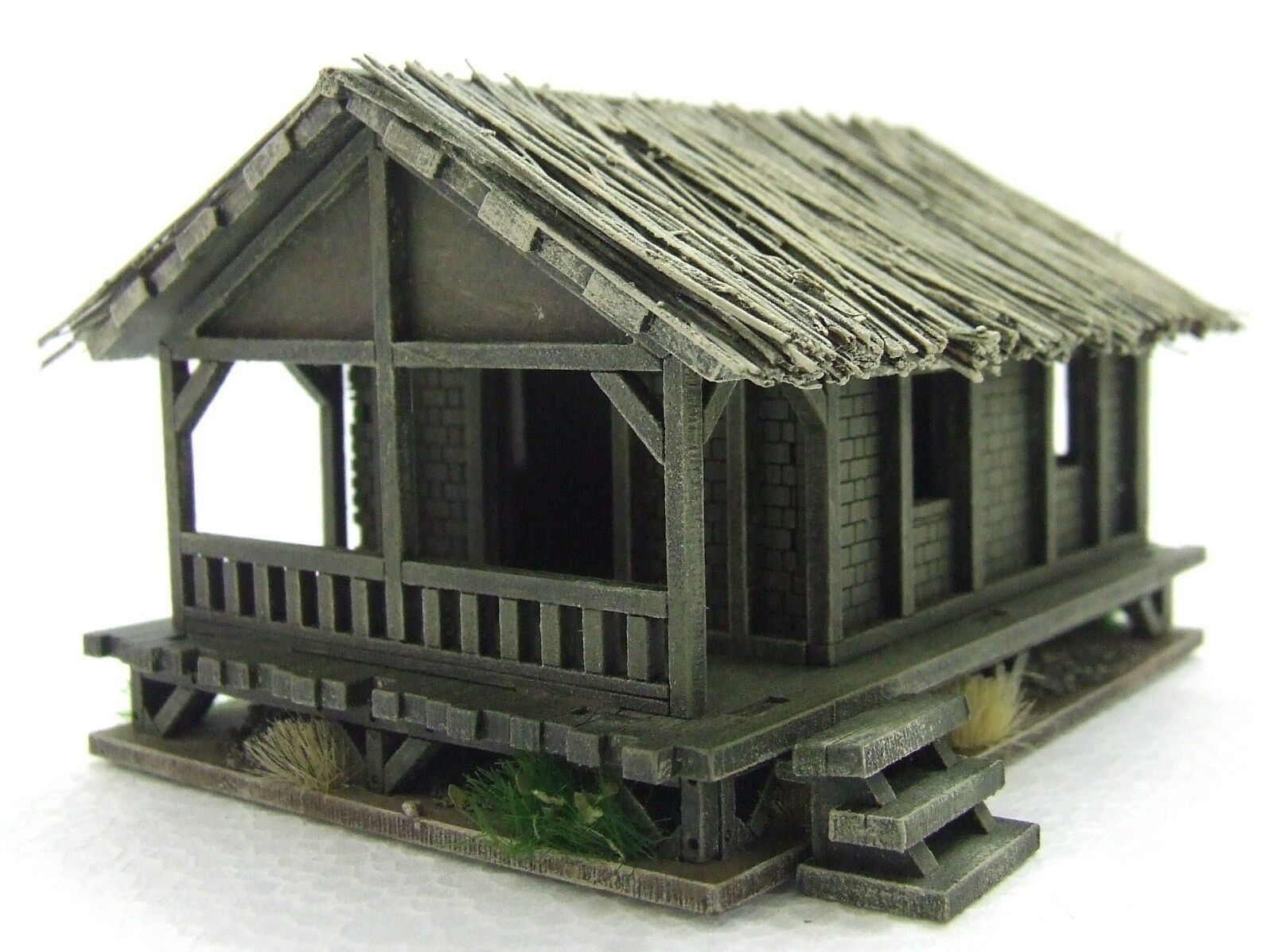 VIETNAM 'SMALL LOW HOUSE'  15mm  ASSEMBLED & PAINTED TO COLLECTOR'S STANDARD