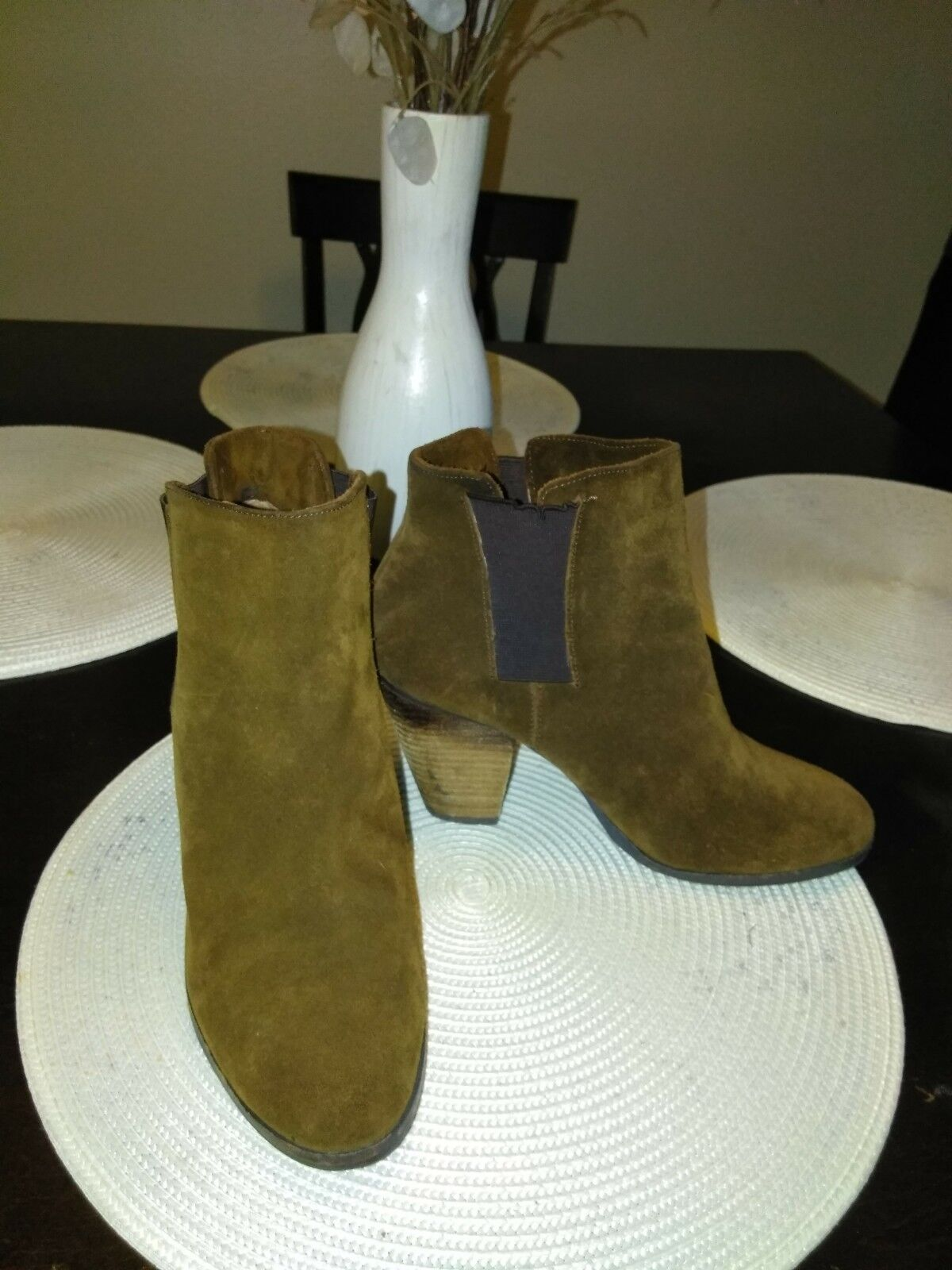 Vince Camuto Green Suede Ankle Boots sz 9 1/2 B