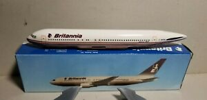 FLIGHT-MINATURE-BRITANNIA-AIRWAYS-767-200-1-200-SCALE-PLASTIC-SNAPFIT-MODEL