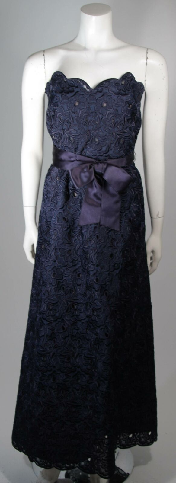 ARNOLD SCAASI Navy Floral Lace Gown Satin Belt Si… - image 2
