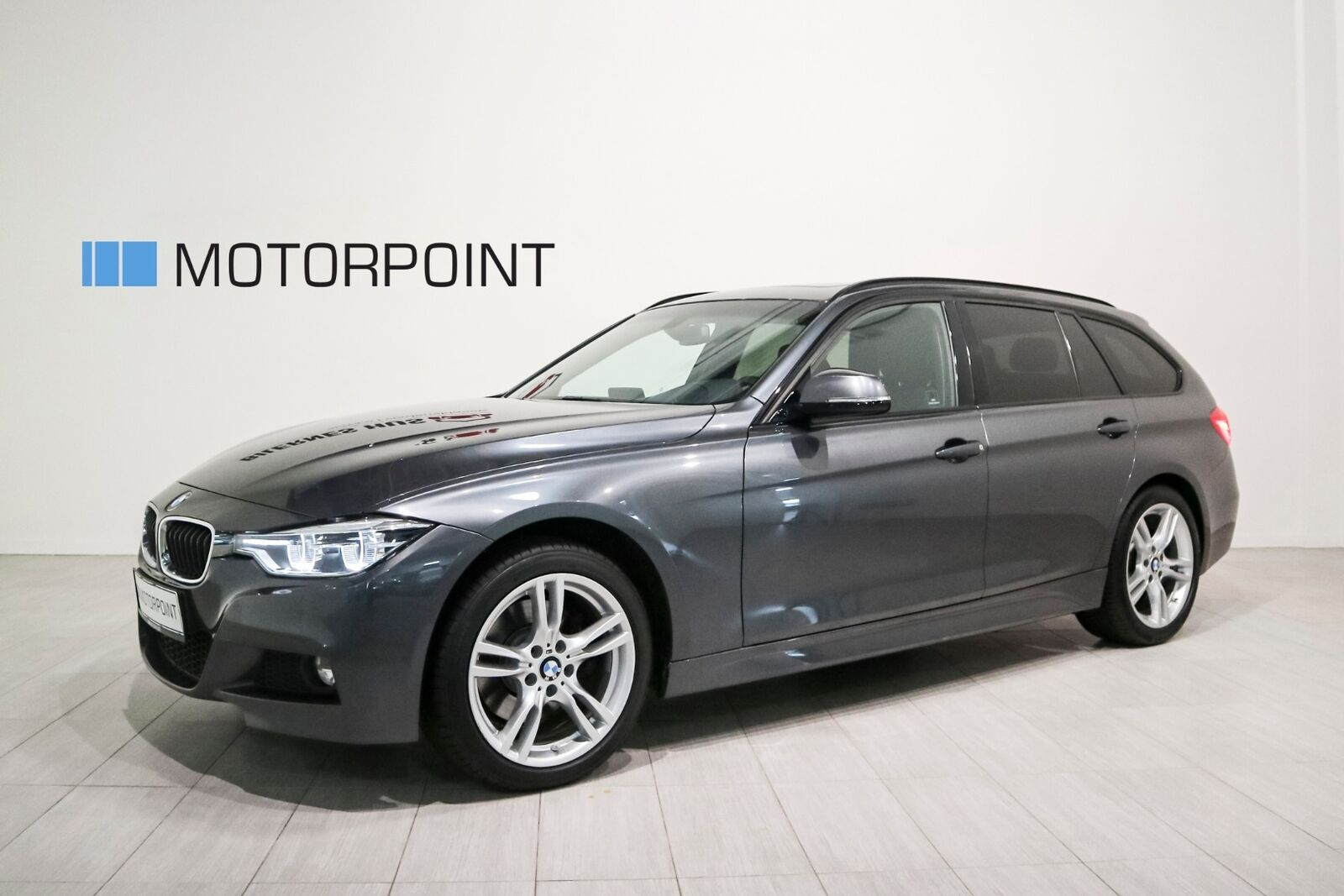 BMW 330i 2,0 Touring M-Sport xDrive aut. 5d - 399.900 kr.