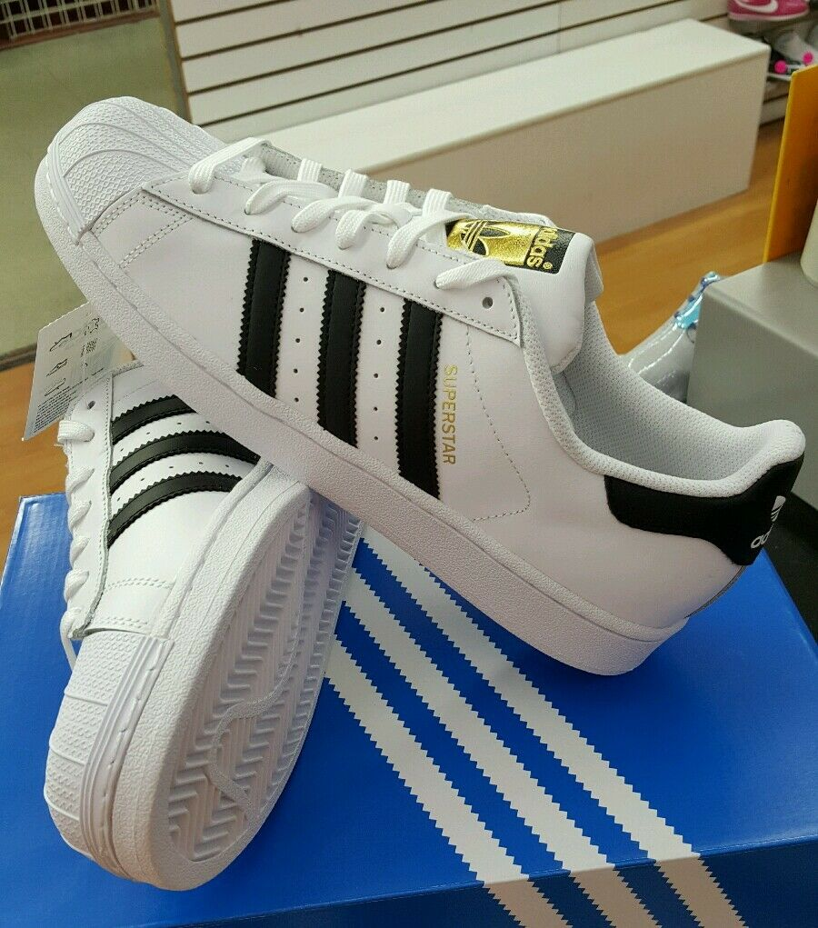 ADIDAS SUPERSTAR  WHITE / BLACK. C77124  MEN  SZ US 9.5