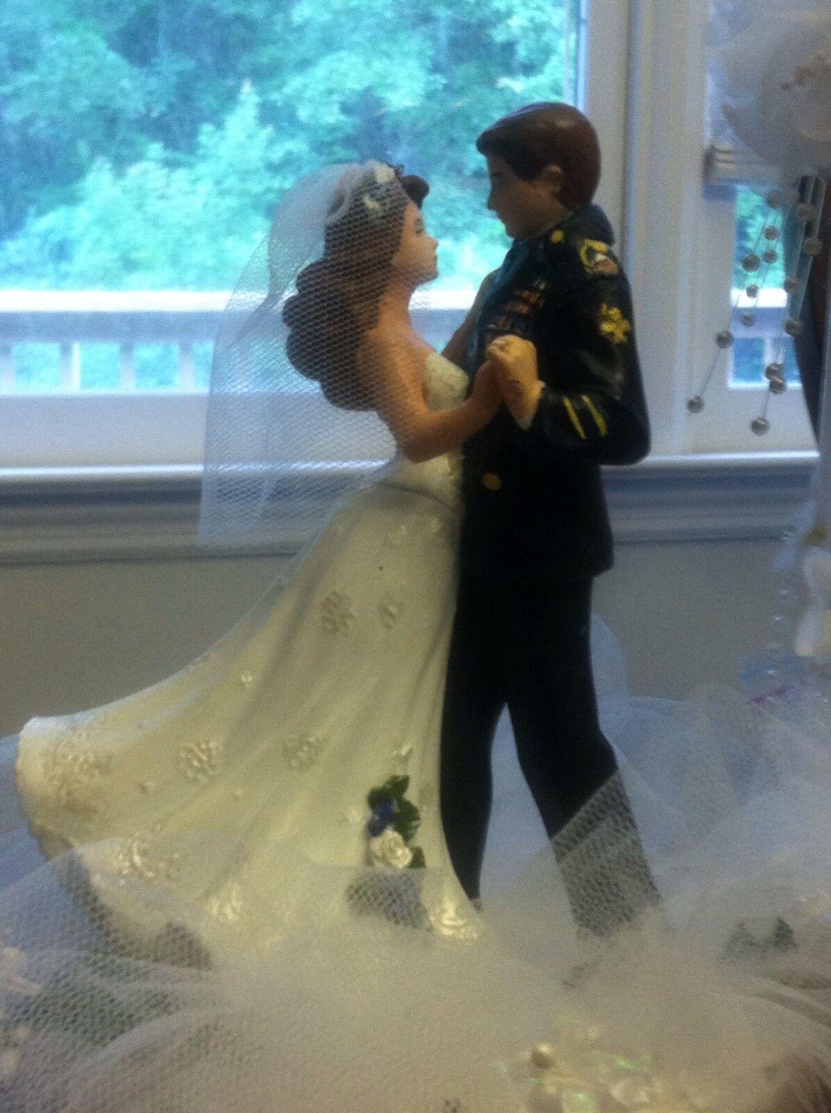 Toute branche  Cake Topper. 6 In (environ 15.24 cm) de haut Soldat et mariée danse.