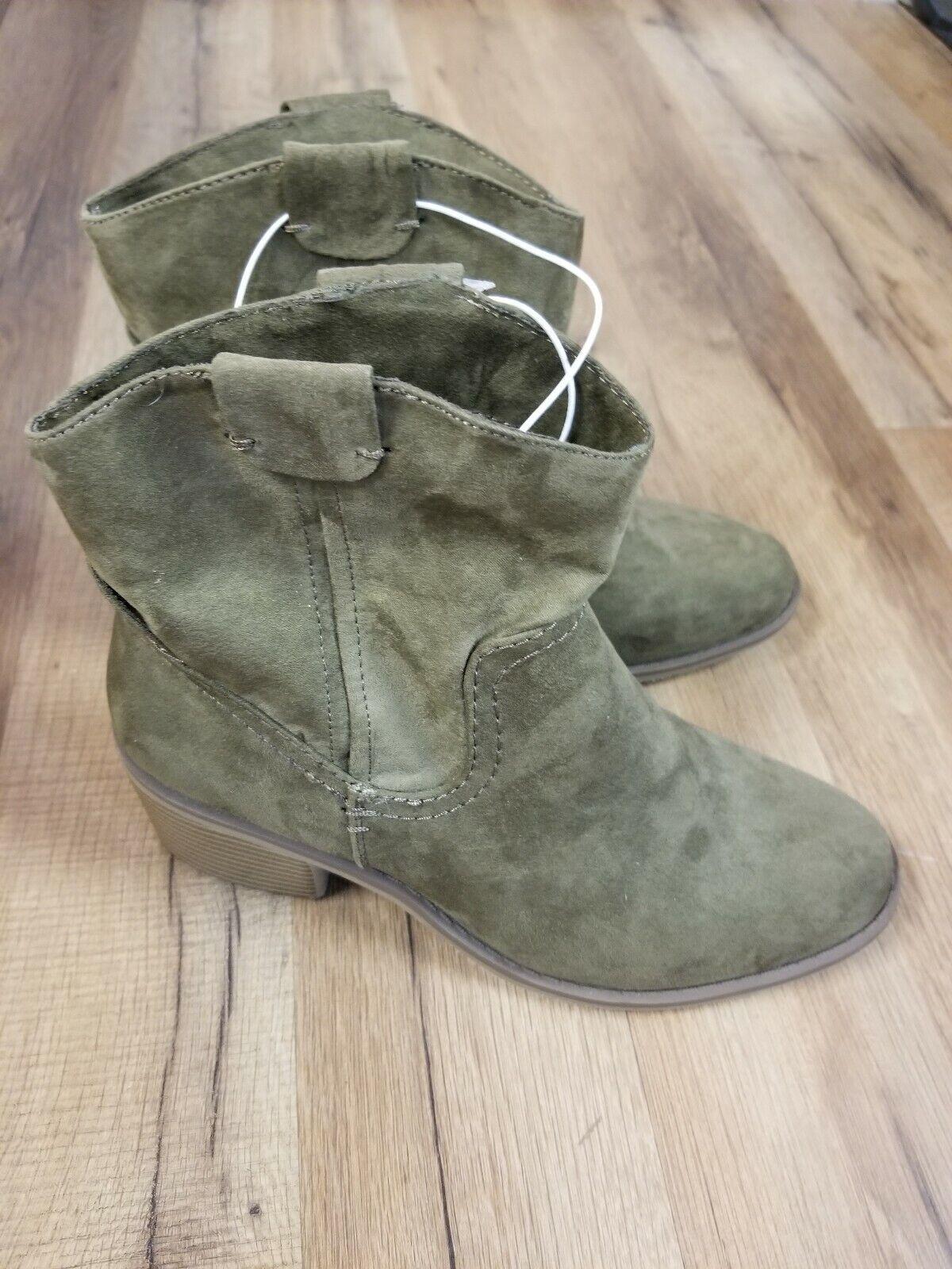 Merona Women's Western Sawyer Boots  Faux Suede Olive,  Size 6.5