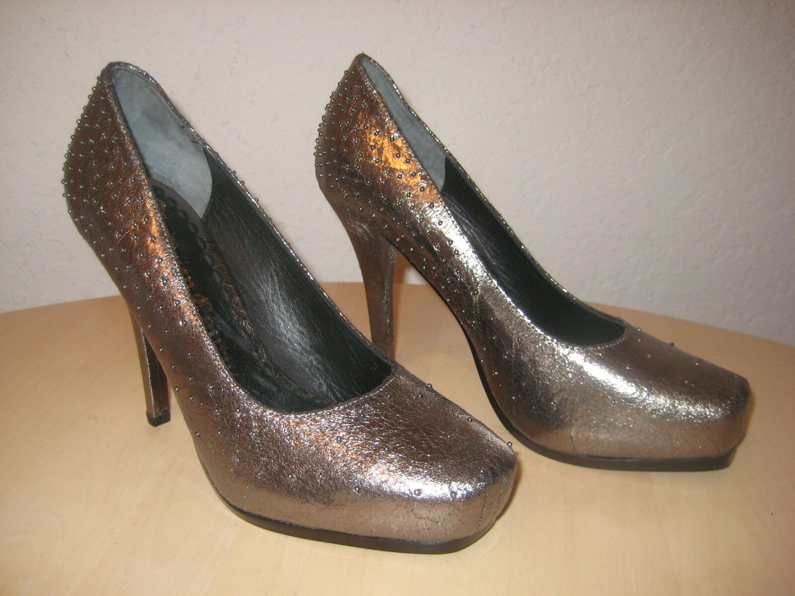 Juicy Couture Schuhes Größe 7.5 M Damenschuhe NEU Tessa Pewter Crackle Metallic Heels