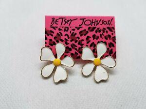Betsey-Johnson-Enamel-Daisy-Stud-Earrings