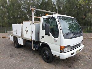 2005-Isuzu-NPR-400-turbo-crane-service-body-tradesman-hydraulic-truck