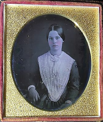 GORGEOUS YOUNG WOMAN BEAUTIFUL WHITE LACE BIB PRETTY LADY 1/6 DAGUERREOTYPE D357