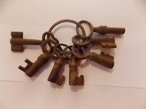 ancien-lot-7-cles-XIXeme-clavissophilie-panneton-double-fore-ouvrage-fer-coffre