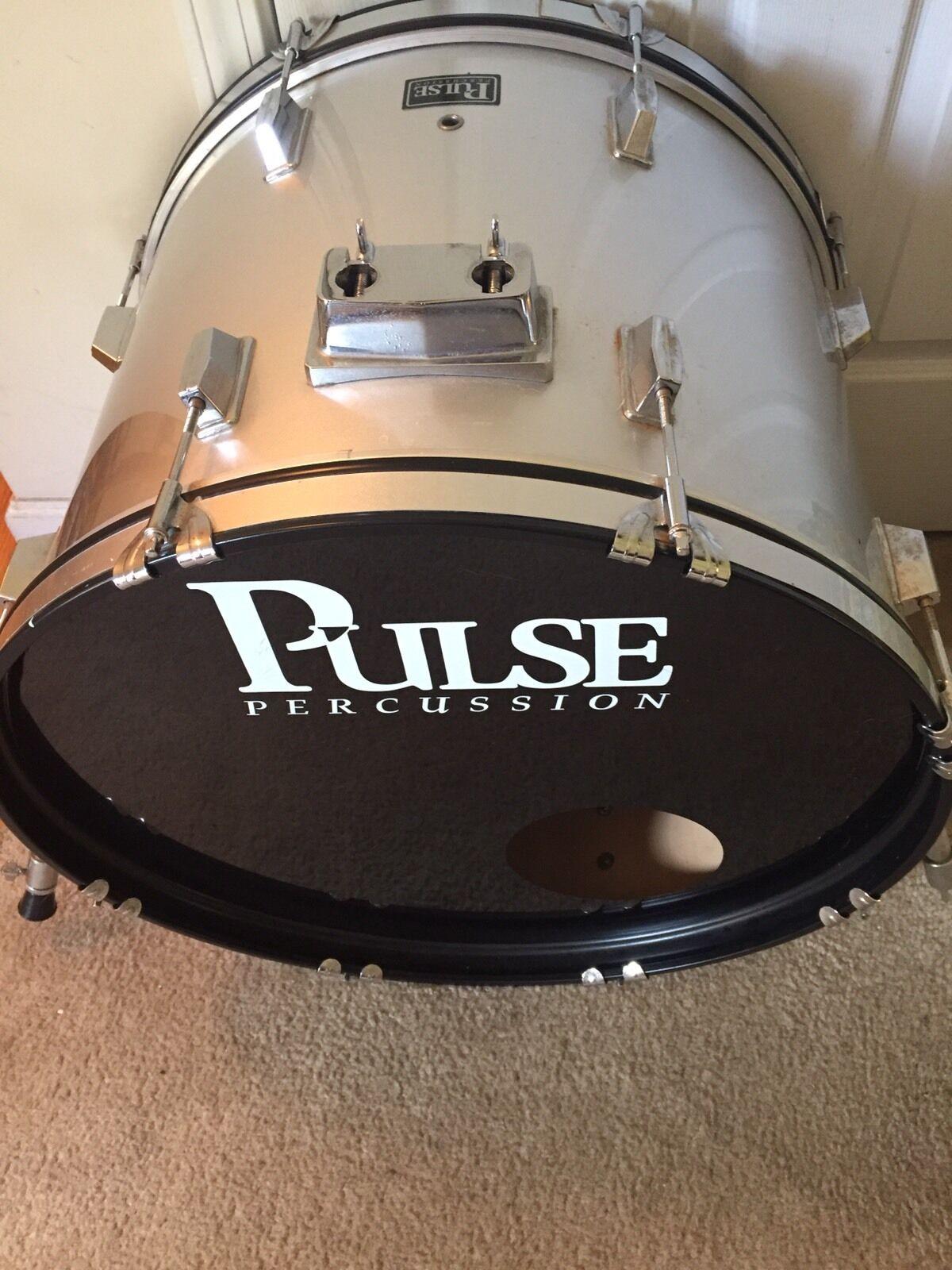 Pulse Bass Drum 22  (Silber Farbe )