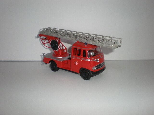 1 43 feu échelle MERCEDES BENZ L.319 années 1950 Handmade