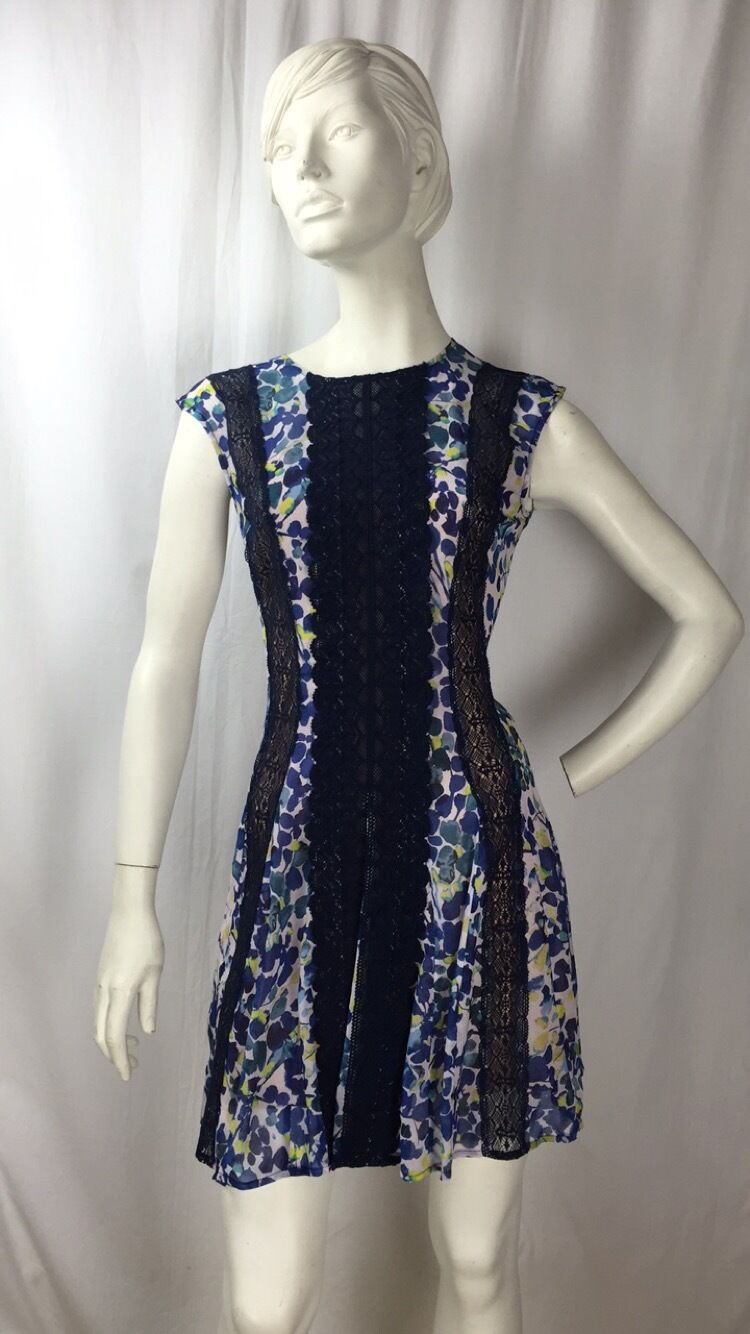 BCBG MAXAZRIA bluee Yellow Floral Pattern Lace Cap Sleeve Dress sz. 8