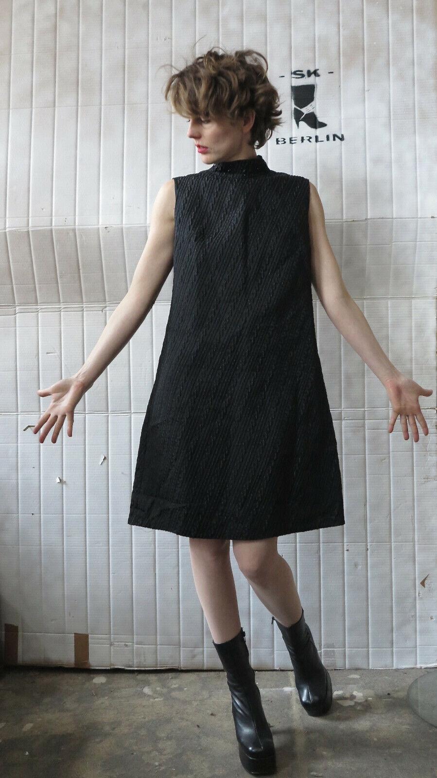 Schwarzes Brokatkleid Kunst und Mode Berlin 60er True VINTAGE 60s schwarz dress