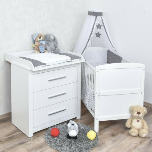Babyzimmer Babybett Wickelkommode weiß Bettwäsche Sterne grau Komplettzimmer