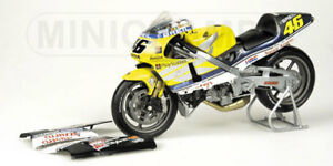 MINICHAMPS-122-006146-HONDA-NSR-500-model-bike-Vale-Rossi-500cc-GP-2000-1-12th