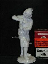 . Höchst Porzellan Figur Mädchen Frau presst Wein aus Traube