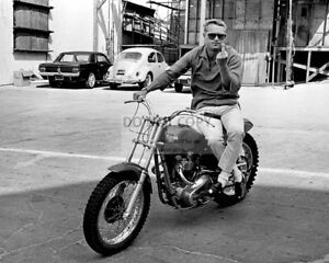 STEVE-McQUEEN-ON-MOTORCYCLE-MAKING-FEELINGS-KNOWN-8X10-PUBLICITY-PHOTO-AB890