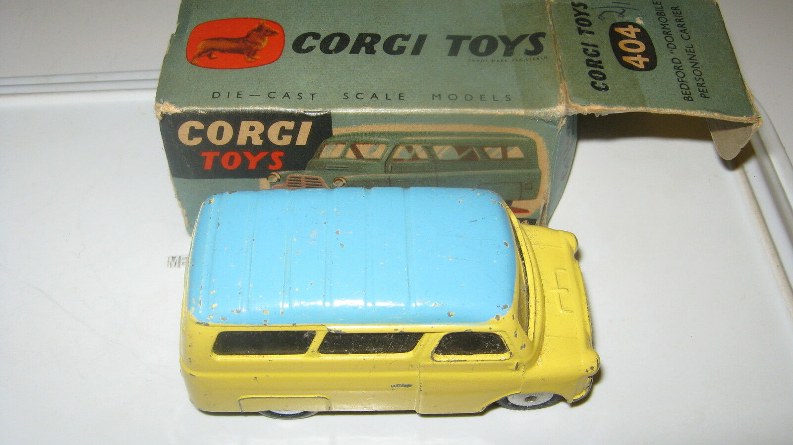 Corgi 404 Bedford domdobile 1959. Falla de la caja original dañada.