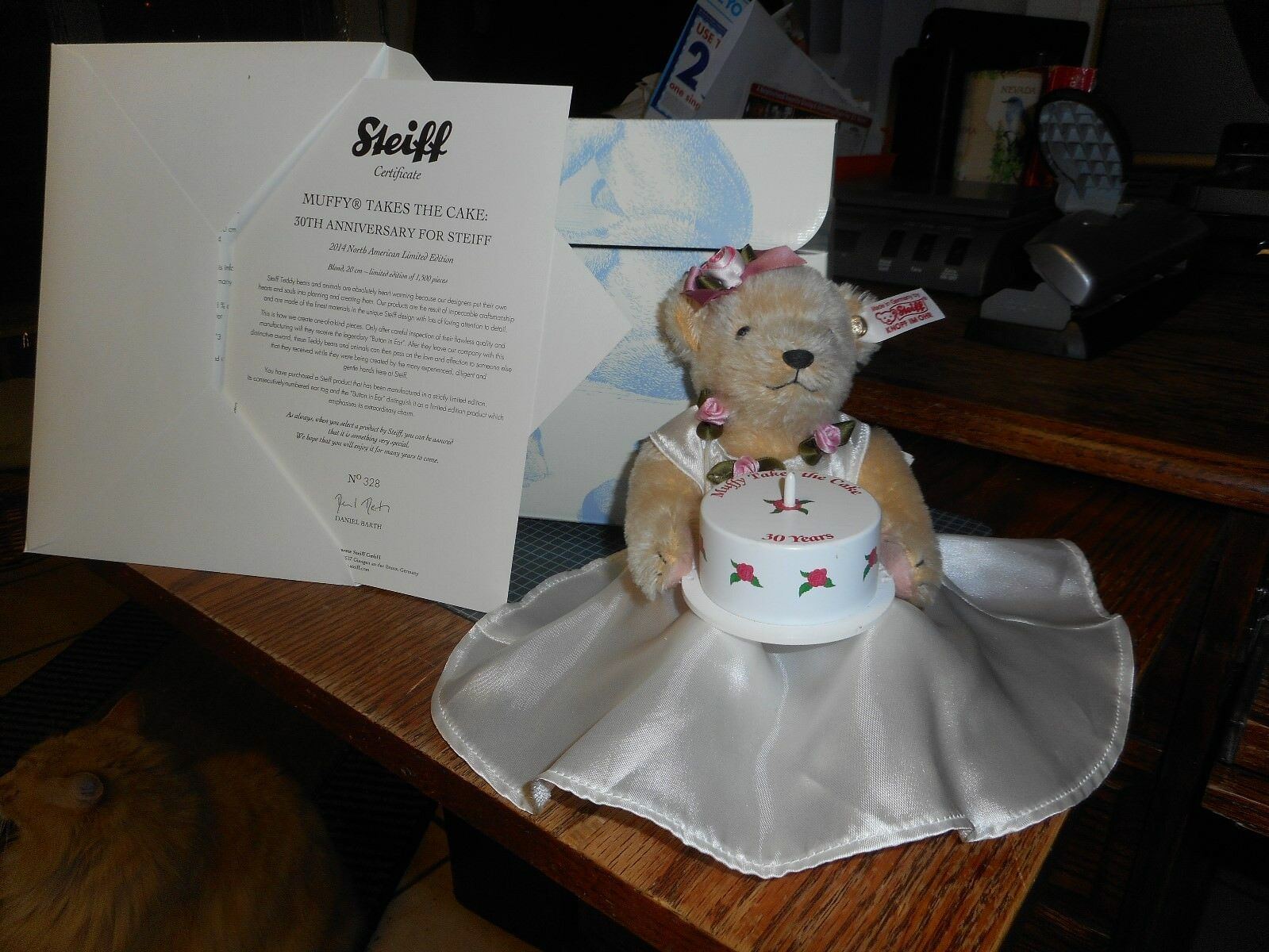 MIB STEIFF 30TH ANNIVERSARY MUFFY VANDERBEAR TAKES THE CAKE 2014  LTD EAN 682841