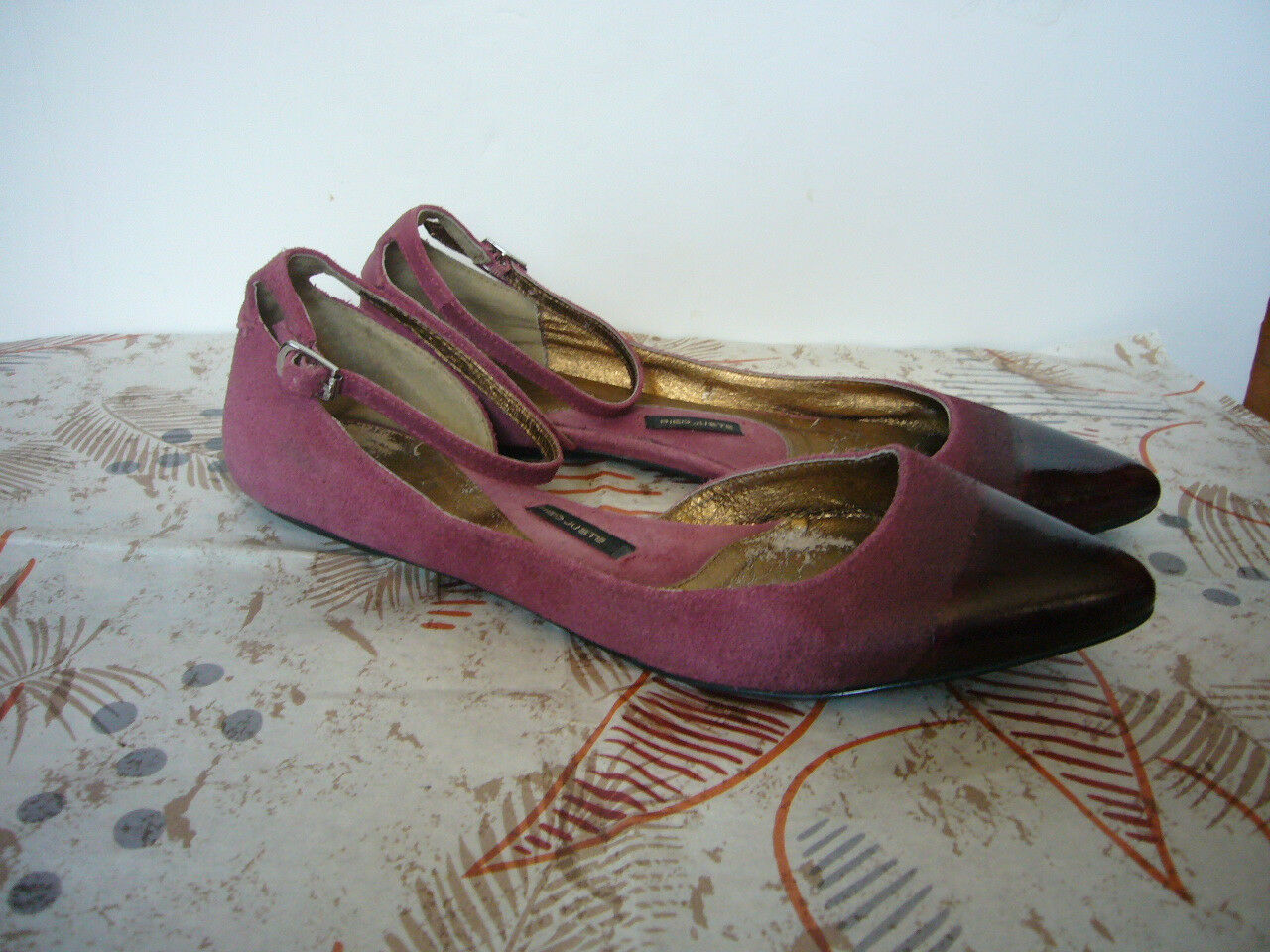 Anthropologie Pied Juste ROT Suede Flats- 9M- Ankle Strap Cap toe- To Die 4  EUC