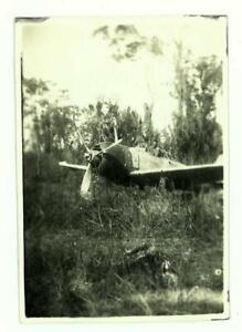 WWII-ABANDONED-JAPANESE-FIGHTER-PLANE-BUNA-AIRFIELD-NEW-GUINEA-1943-SNAP-PHOTO