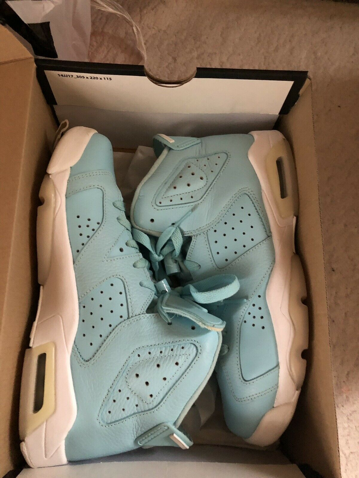 Woman's Air Jordan 6 Ice Blau Größe 7y