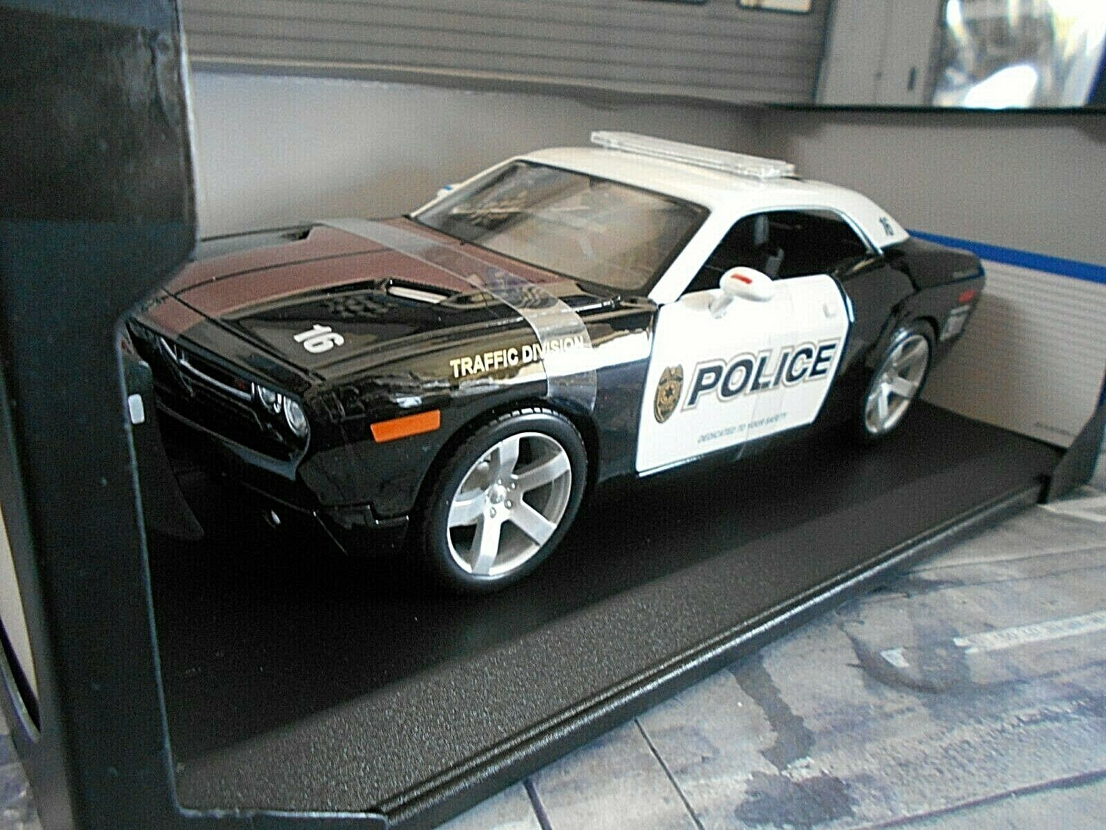 edizione limitata DODGE Chtuttienger COUPE polizia polizia polizia Polizia 911 COUPE v8 muscle auto US Maisto 1 18  prendi l'ultimo