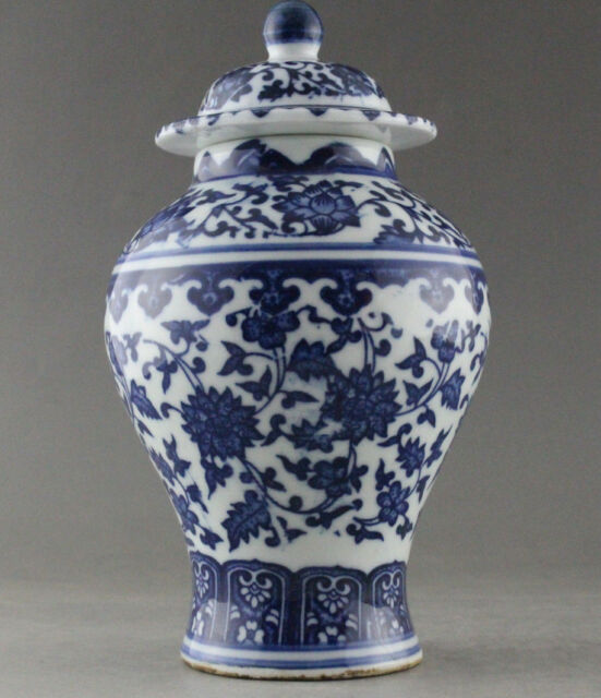 Fine China Hand Painted Flower Blue And White Porcelain Vase Jar
