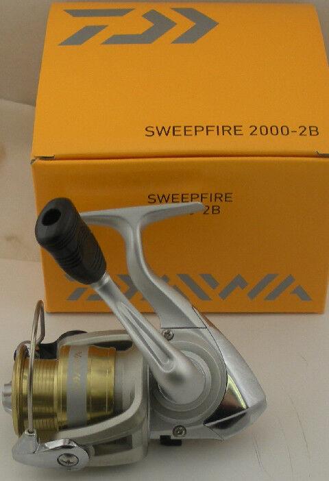 Daiwa SW2000-2B SW2000-2B SW2000-2B Sweepfire B Carrete Giro SW2000-B 7745 52f40d