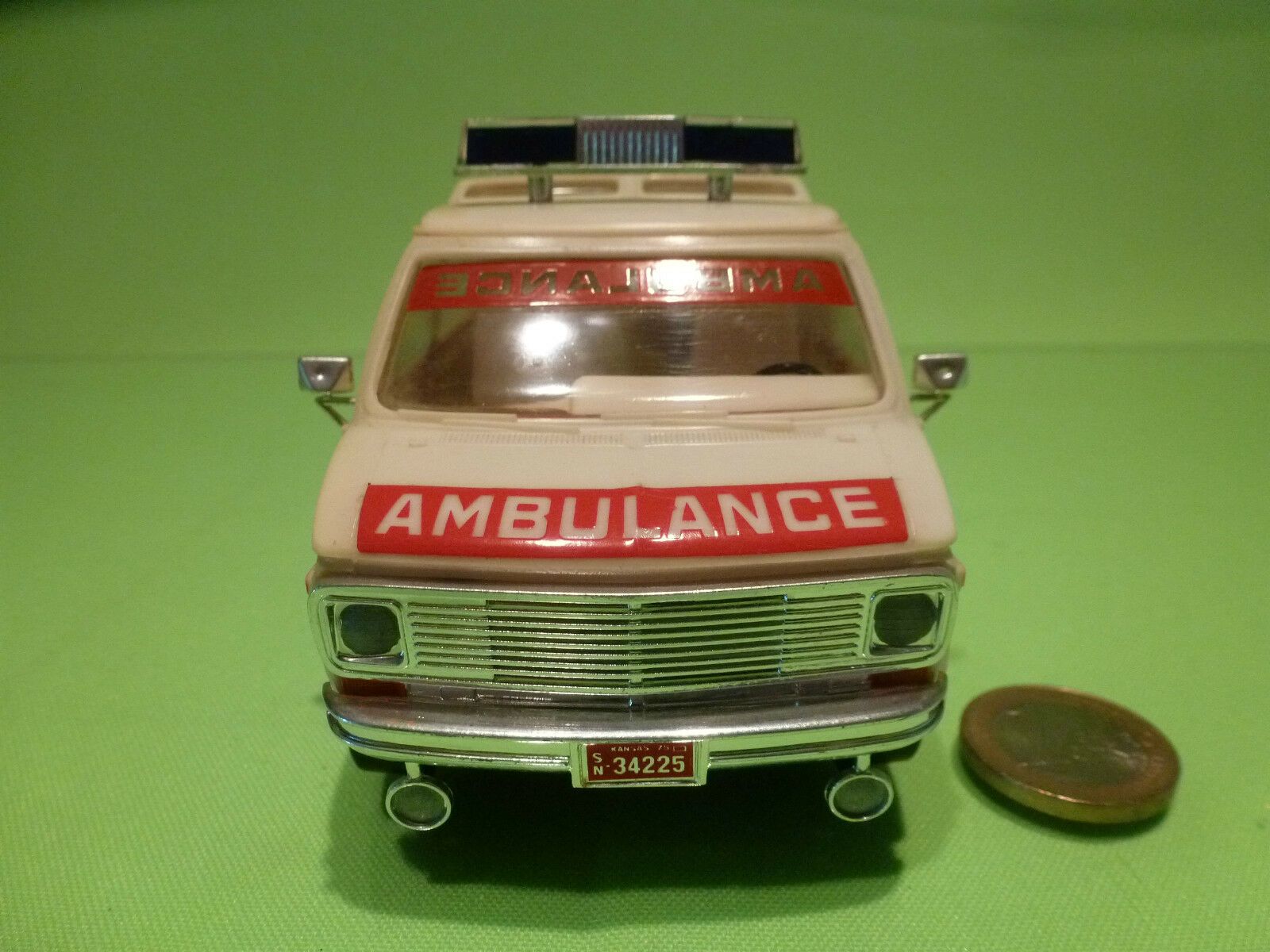 PLASTIC GMC CHEVY USA AMERICAN AMERICAN AMERICAN AMBULANCE - CREAM - VERY GOOD CONDITION 4856fb