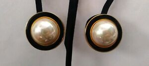 Vintage-Pearl-Black-Enamel-Gold-Tone-Clip-On-Earrings-1-1-4-034