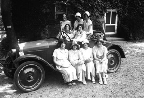 "1924 Women in a Car Rock Creek Park Washington Old Photo 13/"" x 19/"""