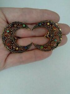 Vintage-Multi-Coloured-Rhinestone-Crescent-Moon-Sweater-Guard-Collar-Brooch-Pin