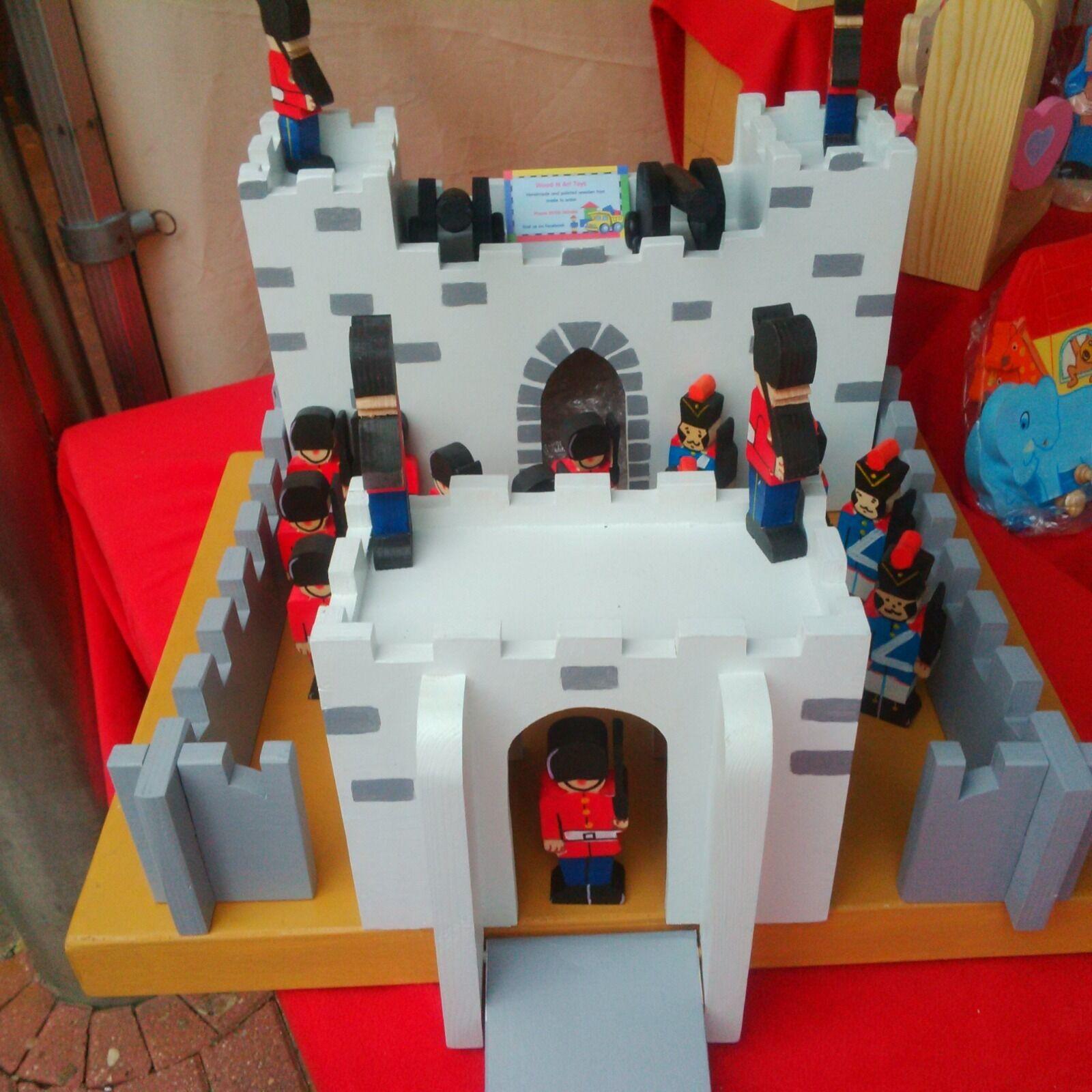 Gran hecho a mano de madera muy fuerte Fort Castillo con soldados
