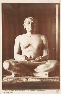 EL-MUSEO-DEL-LOUVRE-el-escriba-agacharse-estatua-egipcia